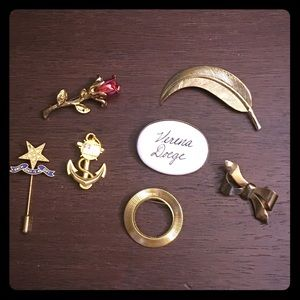 Jewelry - 7 Vintage Pins / Brooches
